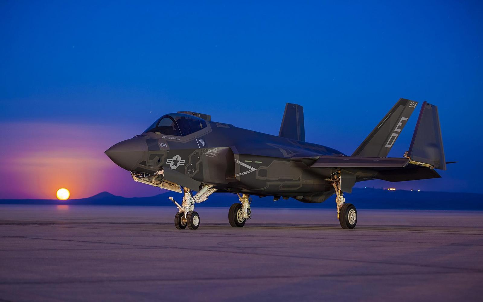 lockheed-martin-f-35-lightning-ii-stealth-fighter-wallpaper-preview.jpg